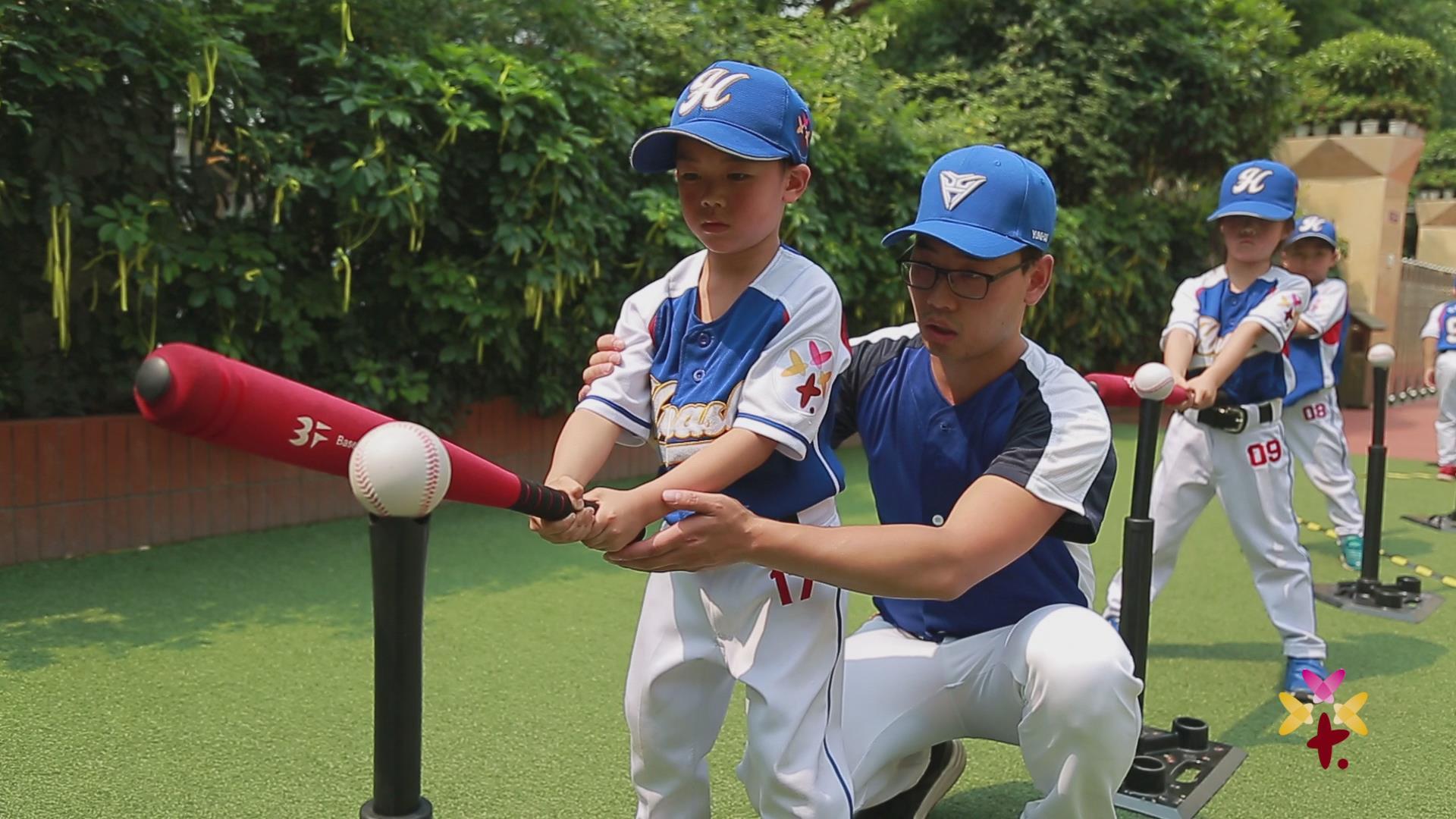绵阳市花园实验幼儿园幼儿棒垒球活动